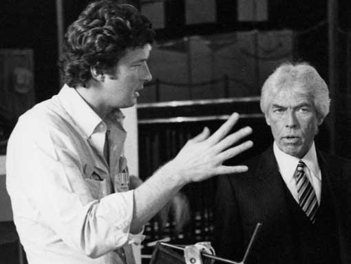 Michael Crichton and James Coburn on the set of LOOKER